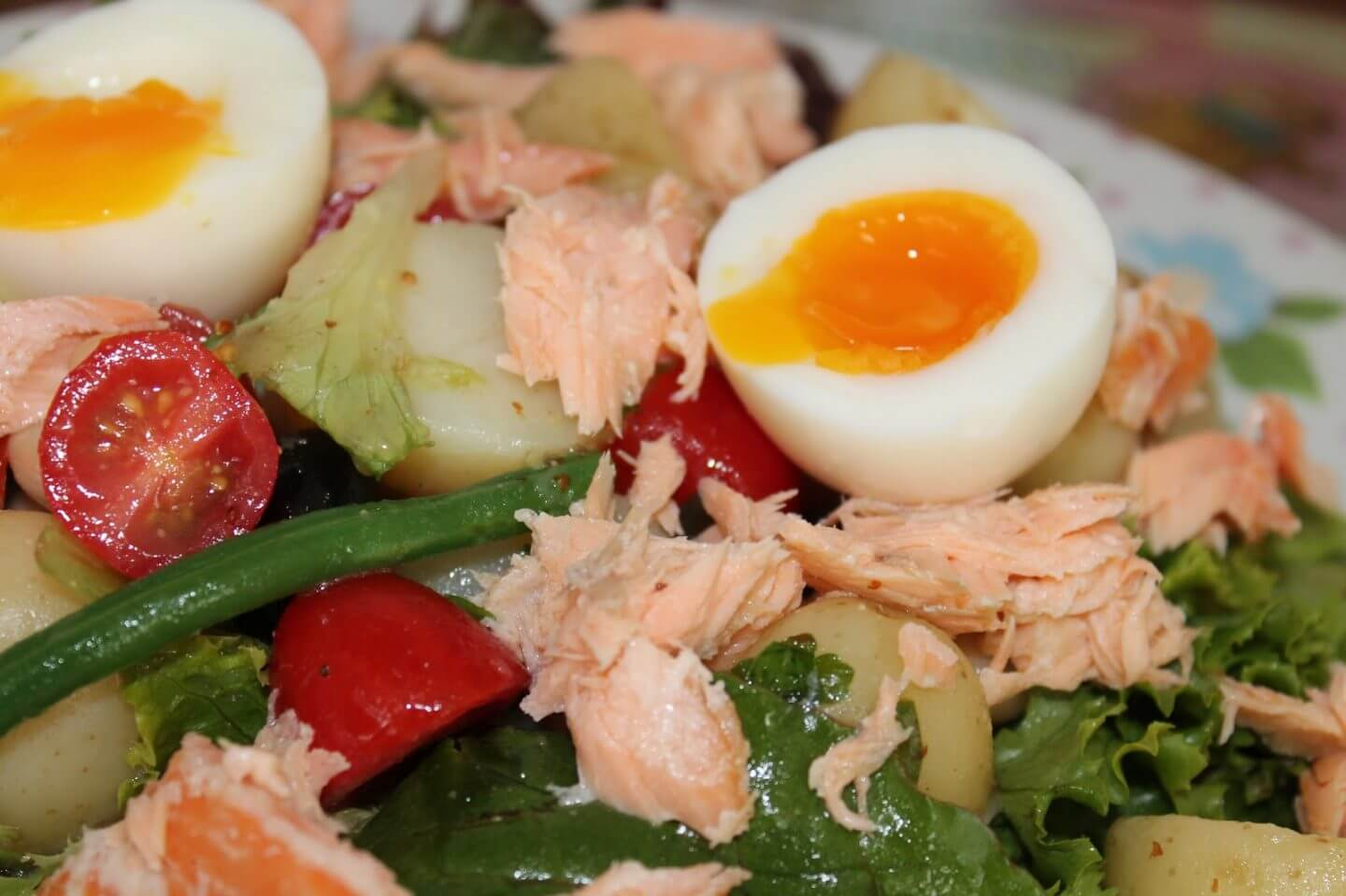 quick and easy summer salads - smoked salmon nicoise salad