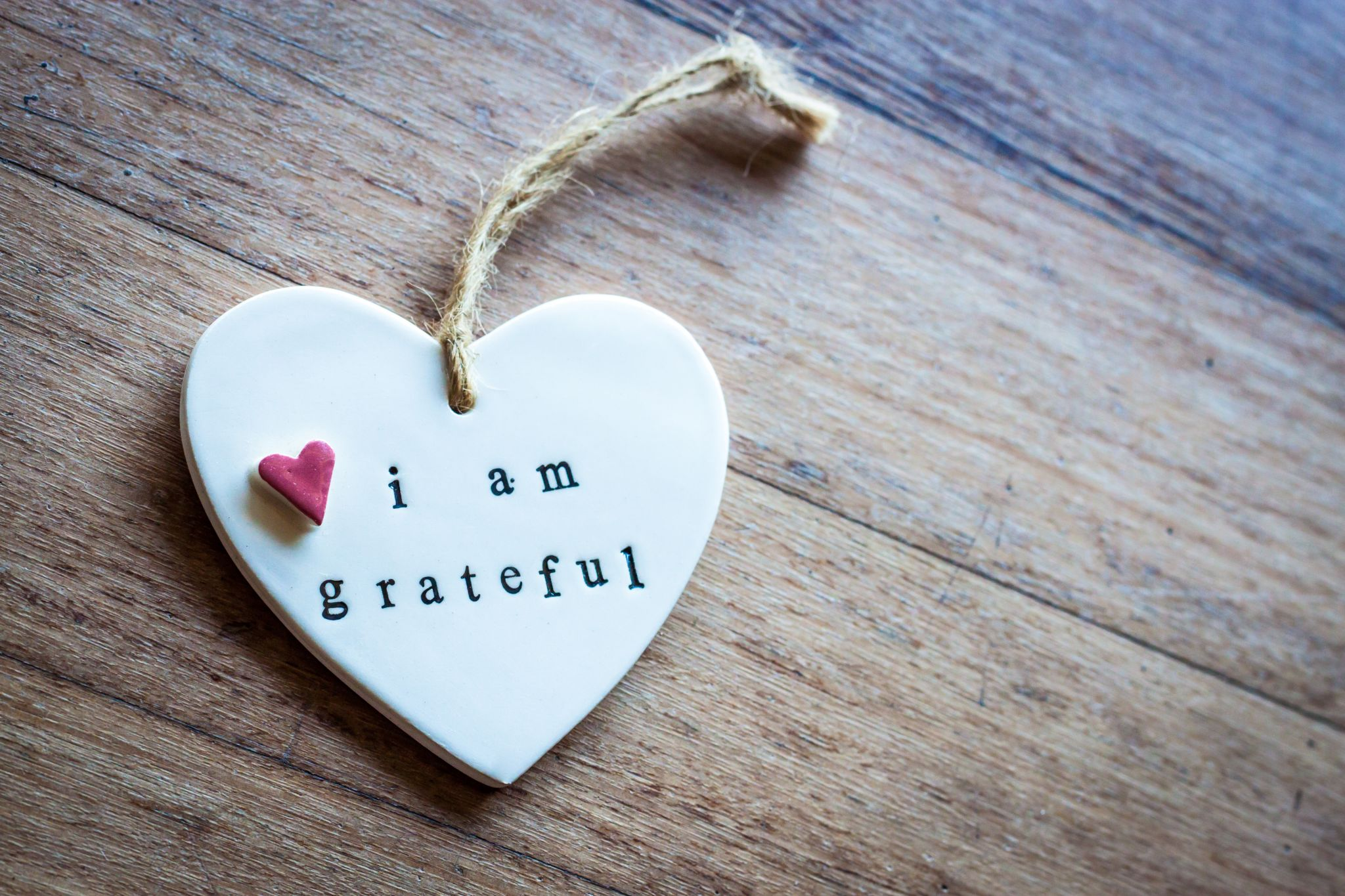 "Ornamental heart saying ""I Am Grateful"""
