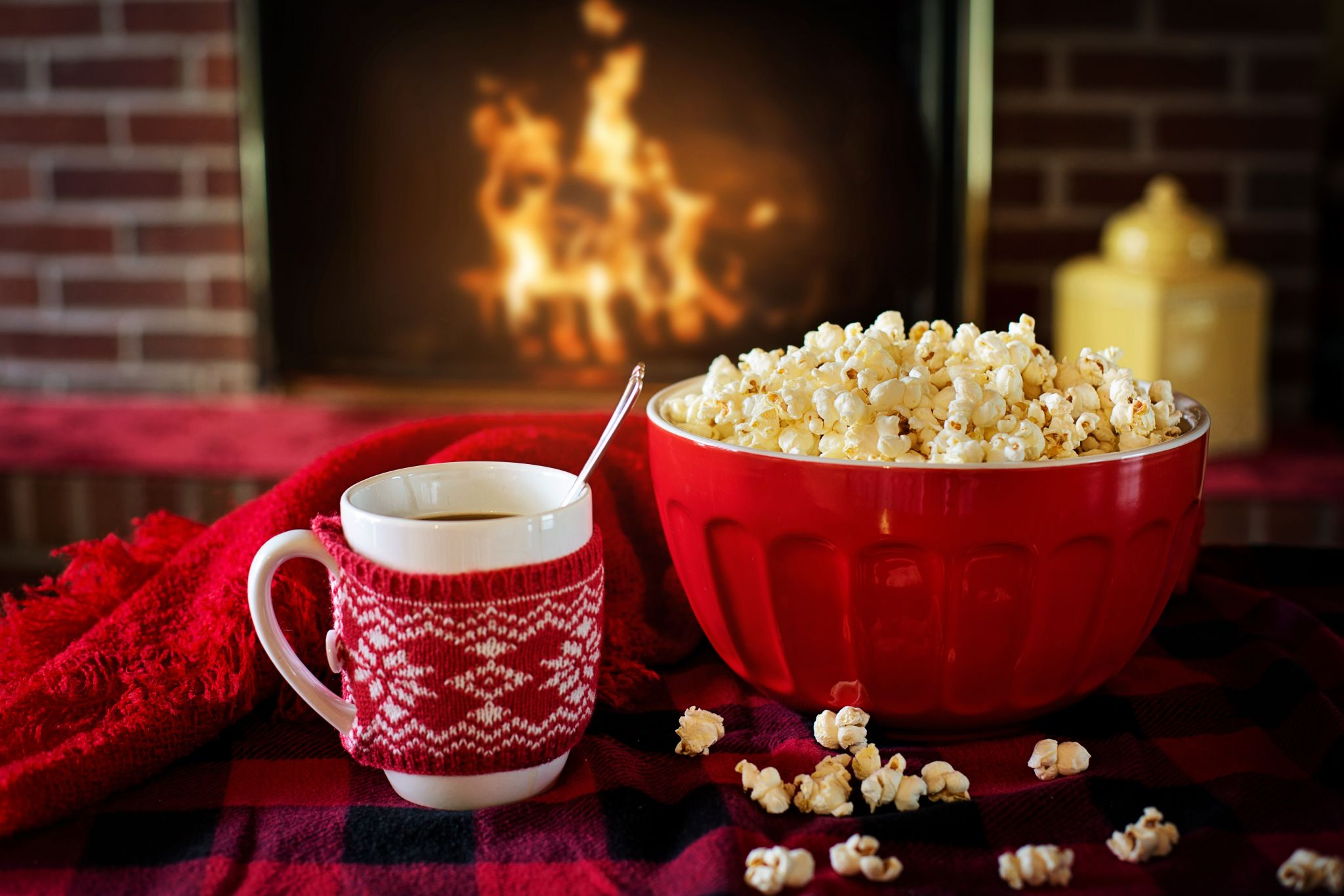 healthy snack alternatives - hot drink and popcorn by a roaring fire