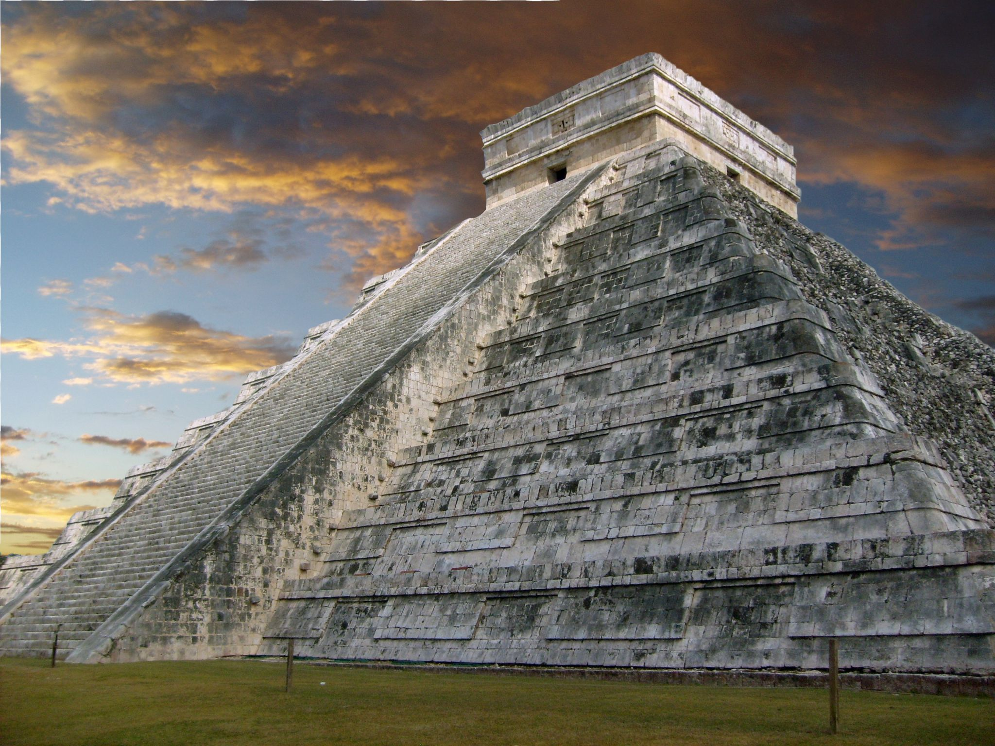must see places in Mexico - pyramid at Chichen Itza