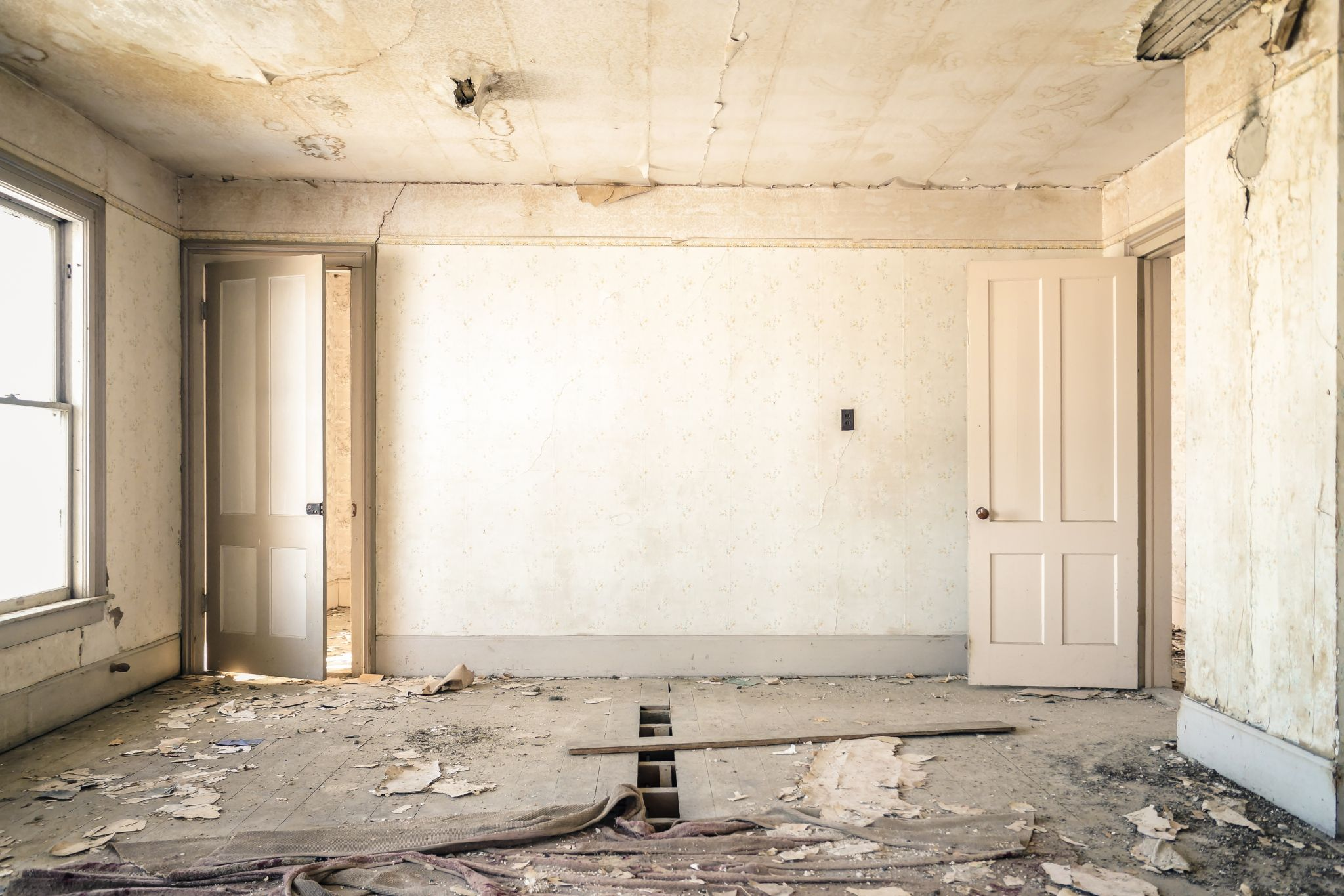 A room in need of renovation - DIY Projects