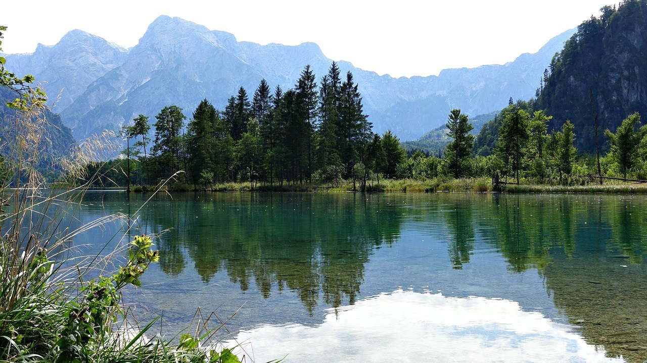 alpine lake - reasons to visit the alps