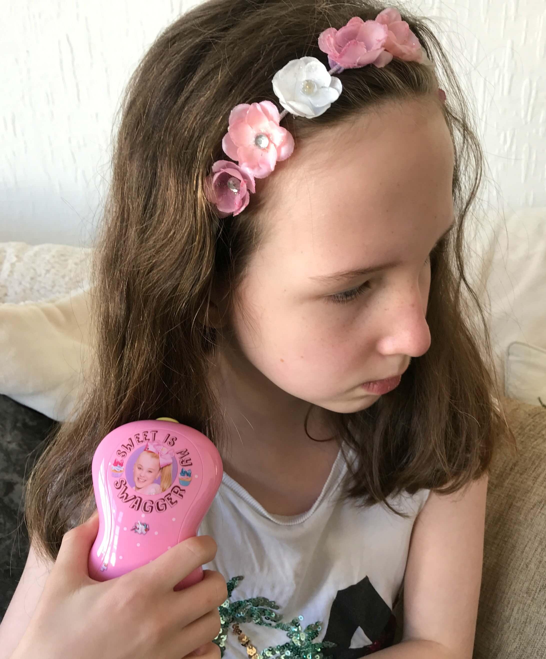JoJo brushes - Caitlin using the pink JoJo Brush
