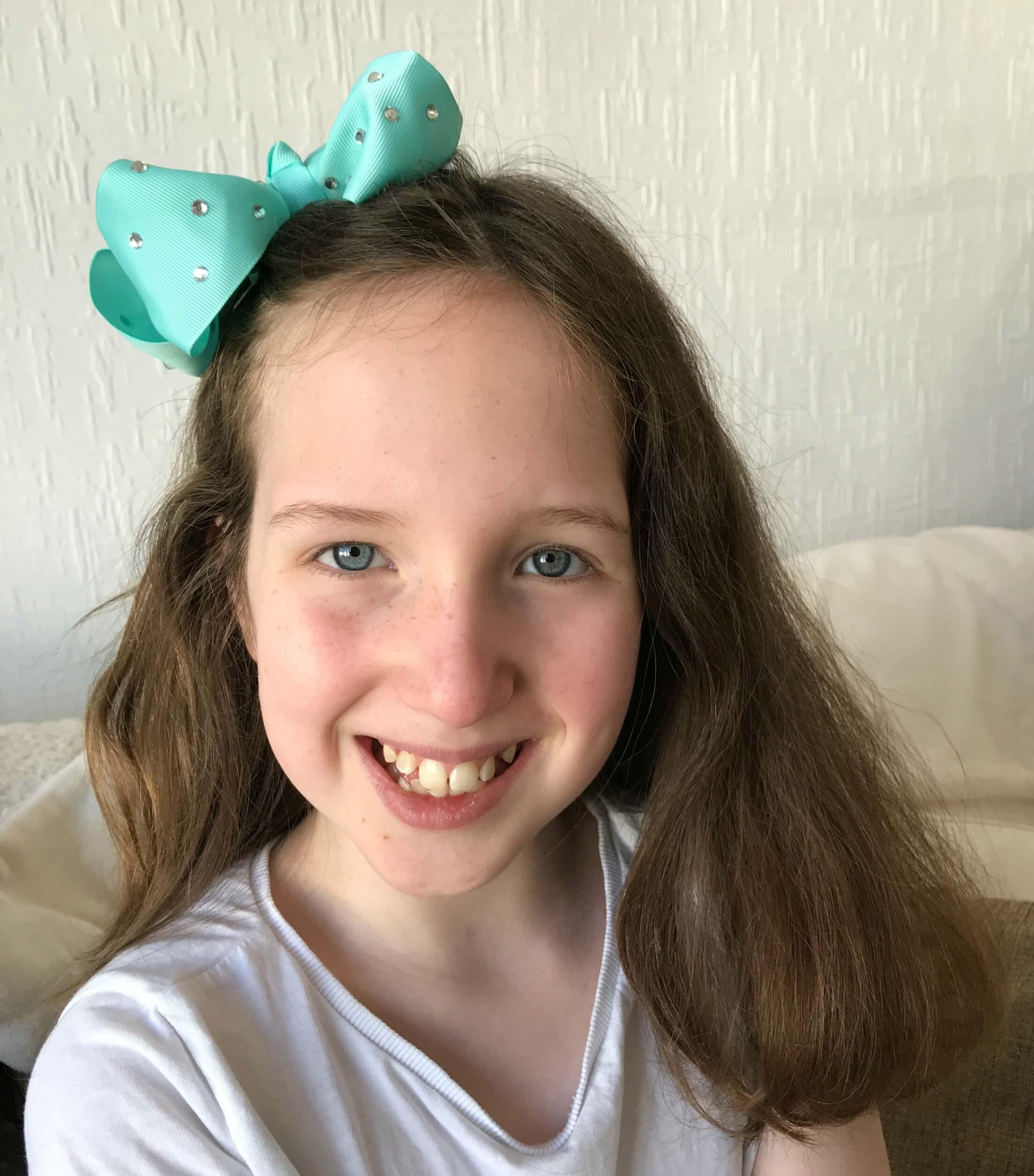 JoJo Brushes - Caitlin wearing her JoJo Bow