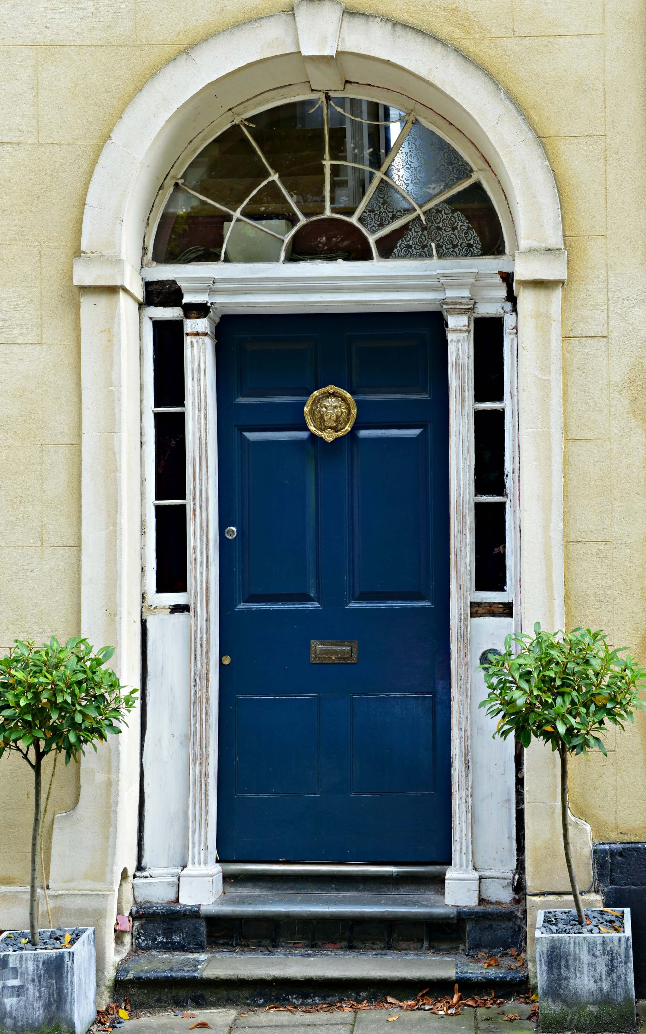 how to present your house for sale - blue front door