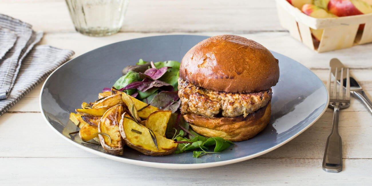 HelloFresh recipes - Pork & Apple Burger with Rosemary Chips