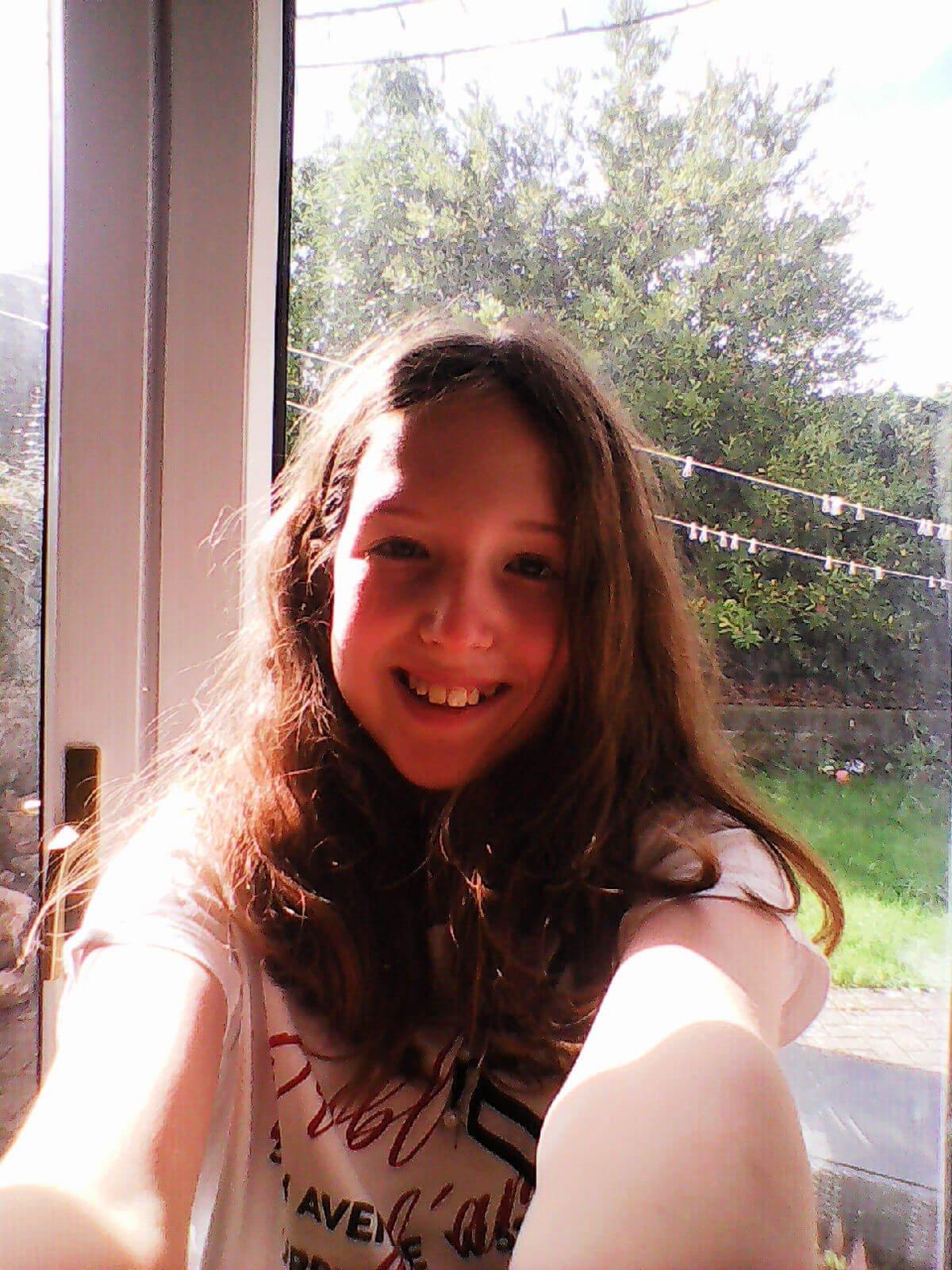 family mobile - Nokia 3310 3G Caitlin Hobbis selfie